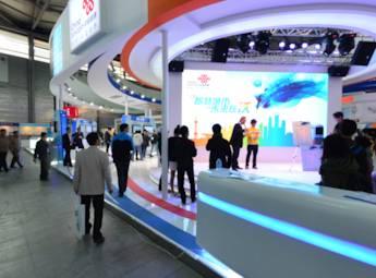 中国工博会揭开首日面纱 专业观众纷至沓来