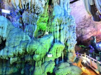桂林银子岩