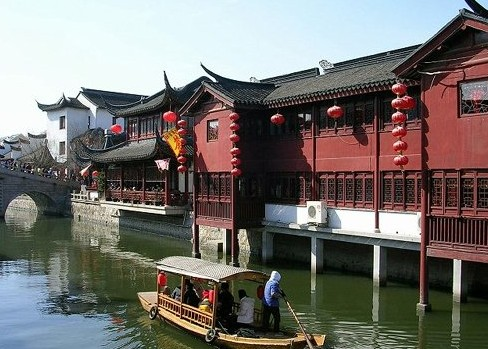 探访中国古镇 感受古老文化